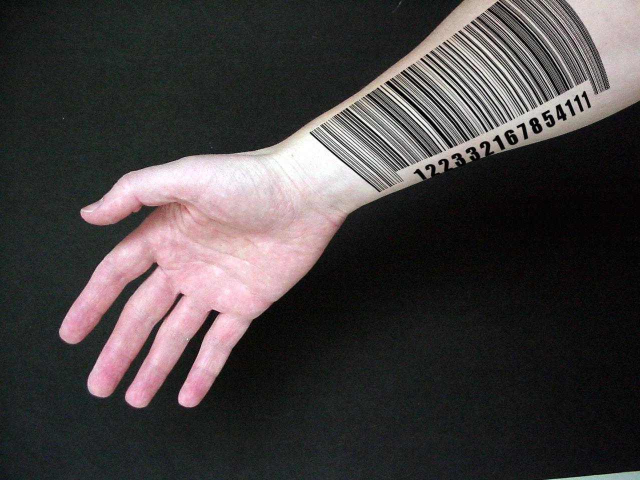 Hình xăm mã vạch trên cánh tay