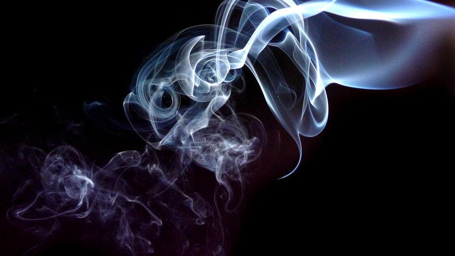 Hình ảnh làn khói bay