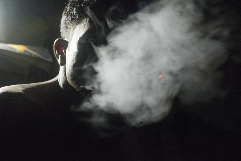 Hình ảnh làn khói thuốc