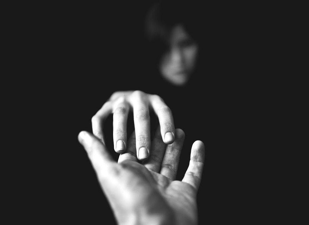 Hình ảnh nắm tay tạm biệt