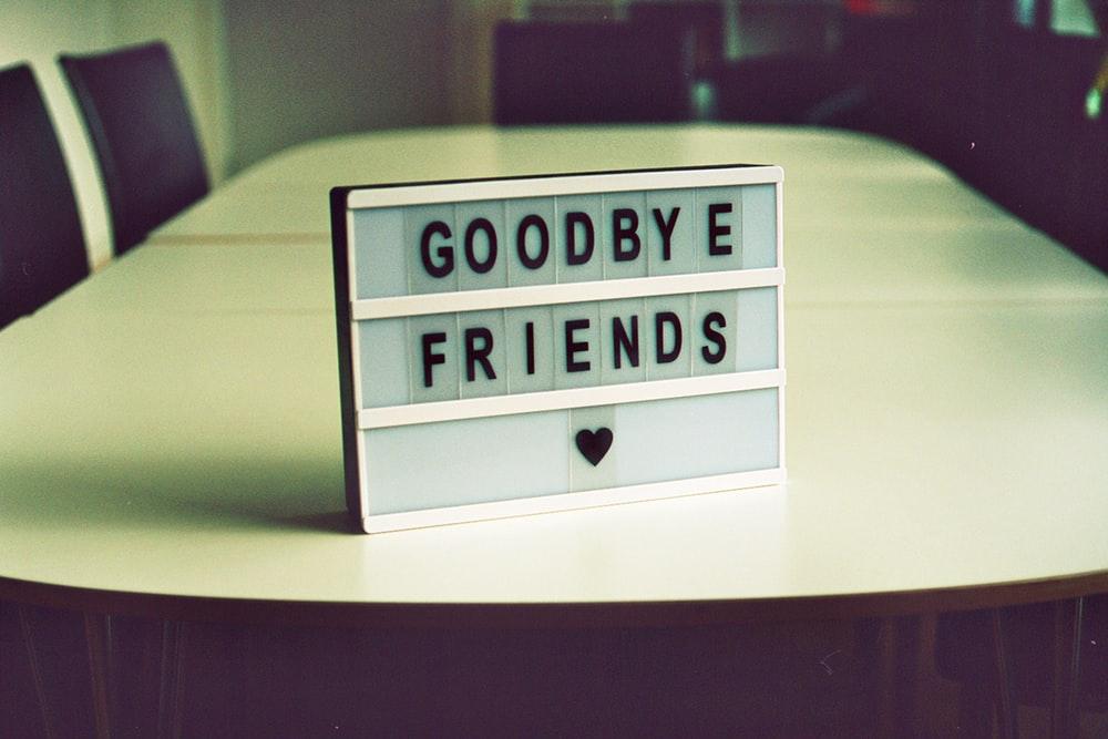Hình ảnh tạm biệt bạn bè