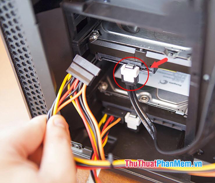 Kiểm tra Cáp nối ổ cứng trên máy tính