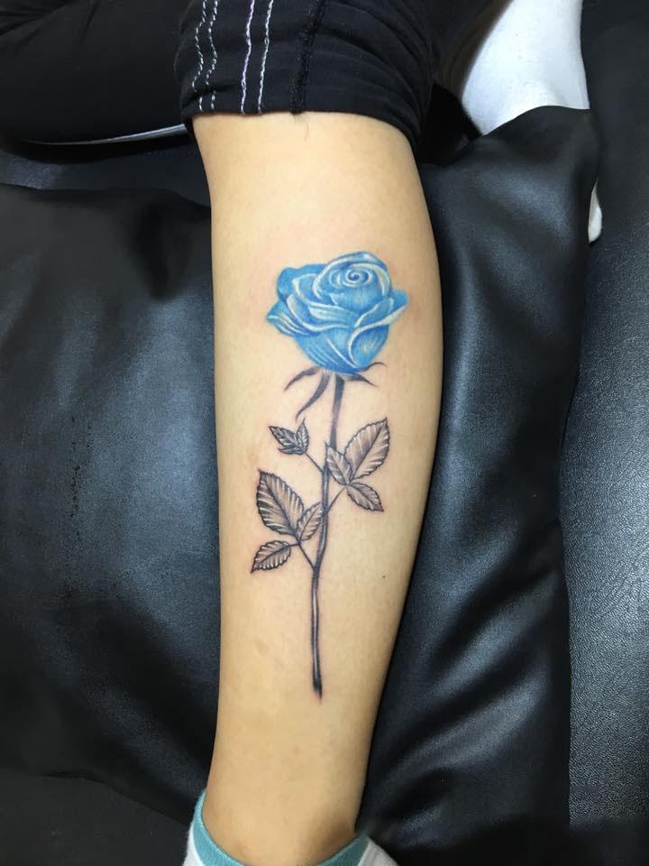 Hình xăm cành hoa hồng xanh