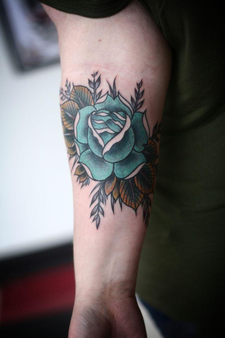 Hình xăm hoa hồng màu xanh