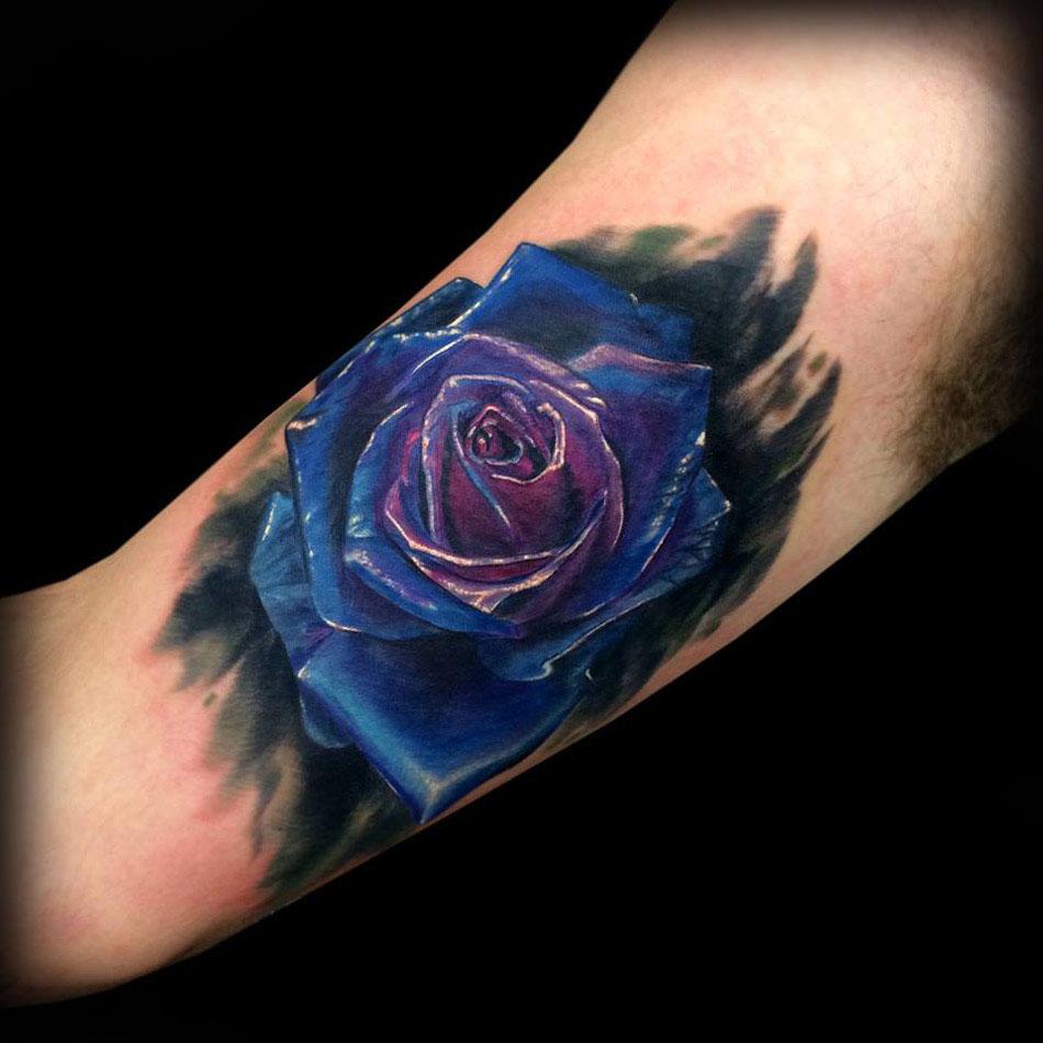 Hình xăm hoa hồng xanh đen