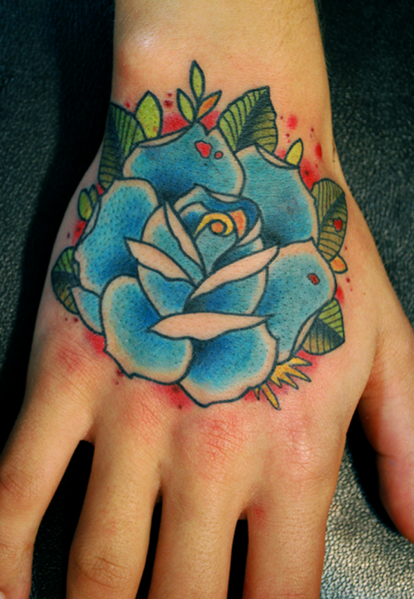Hình xăm hoa hồng xanh ở bàn tay