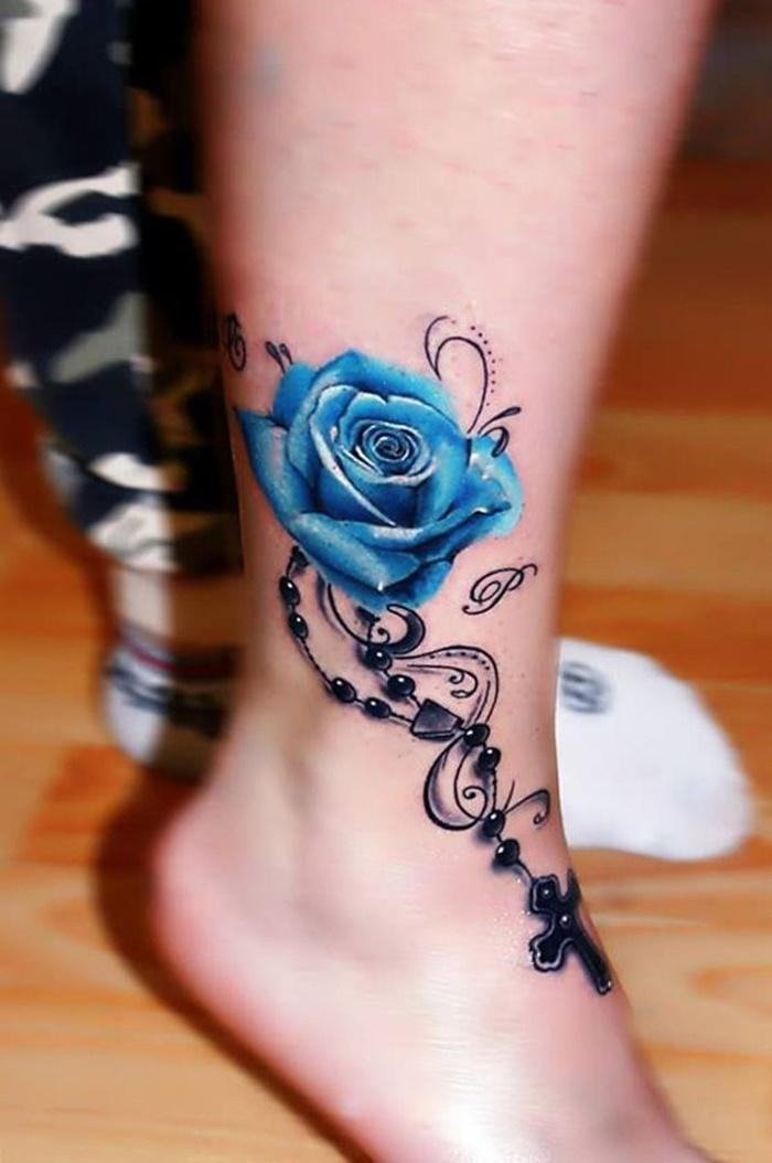 Hình xăm hoa hồng xanh ở chân