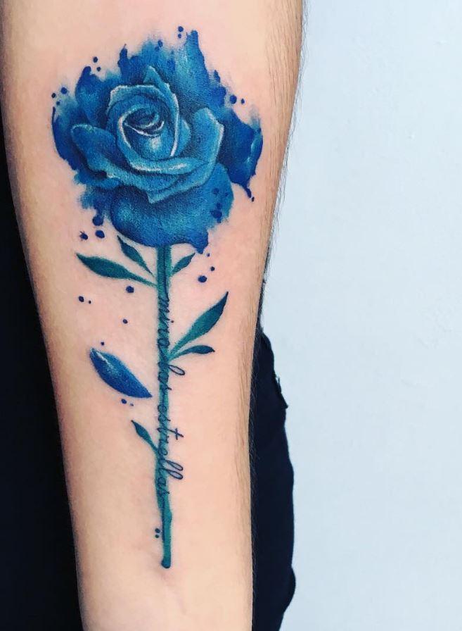 Hình xăm hoa hồng xanh trên cánh tay
