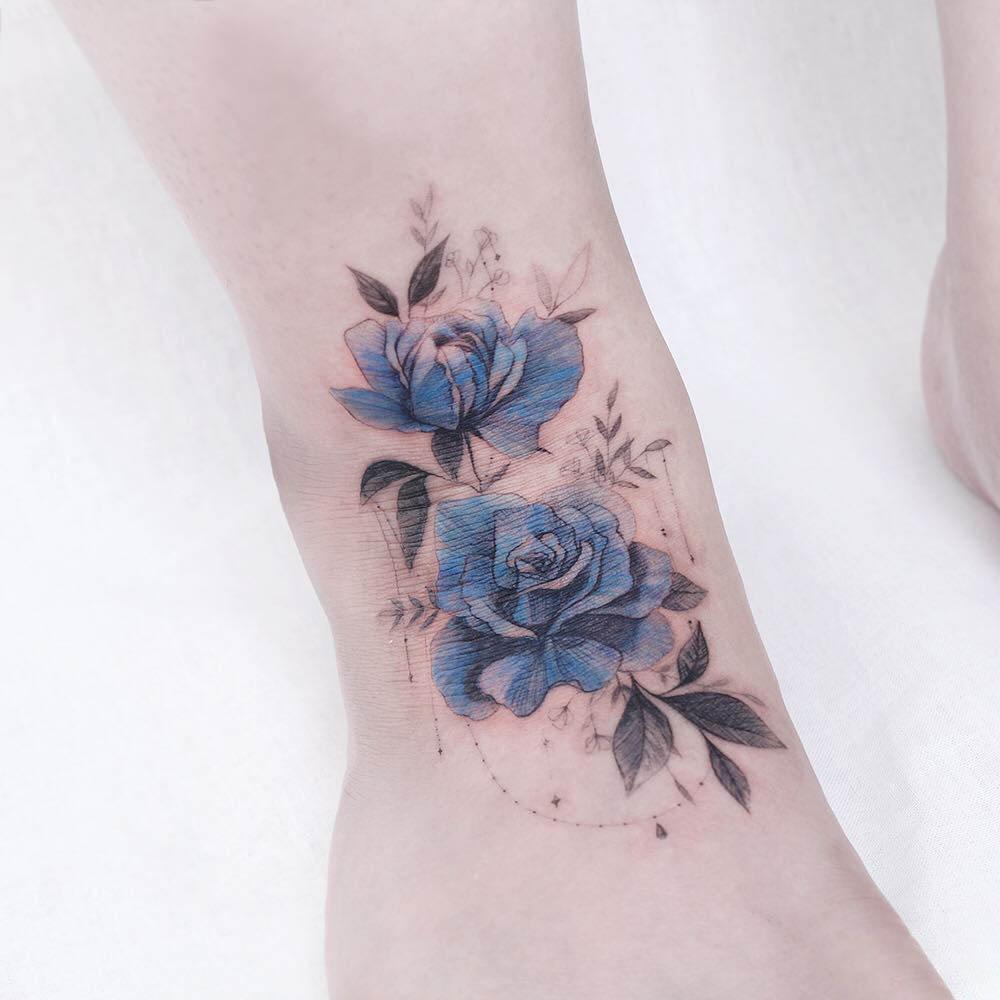 Mẫu hình xăm hoa hồng xanh nhỏ