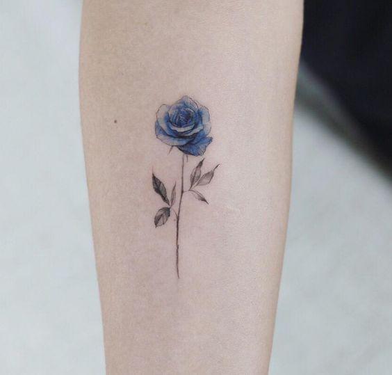 Mẫu hình xăm hoa hồng xanh