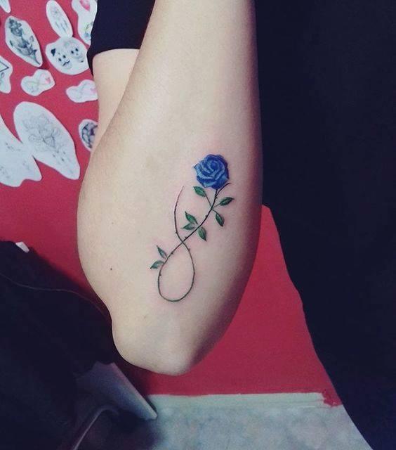Mẫu xăm hình hoa hồng xanh mini