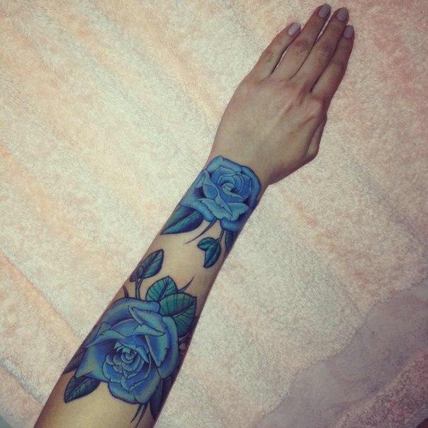 Mẫu xăm hình hoa hồng xanh ở tay