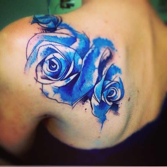 Mẫu xăm hình hoa hồng xanh