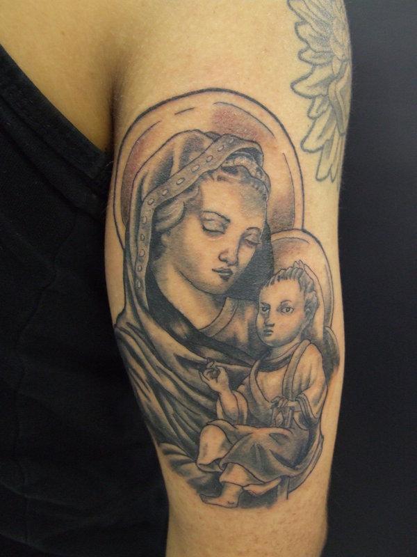 Mẫu xăm hình mẹ maria bồng con