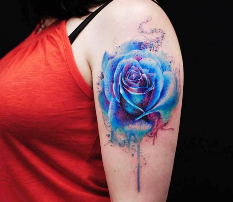 Xăm hình hoa hồng xanh nghệ thuật