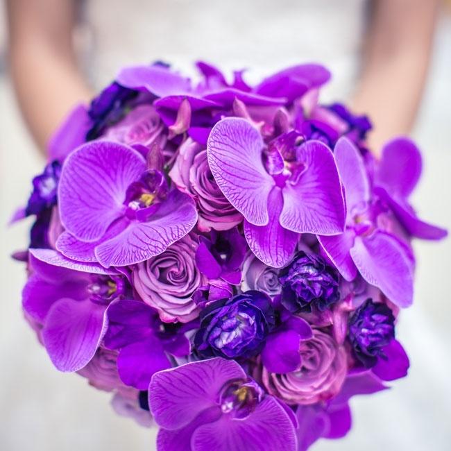Bó hoa lan tím đẹp cuốn hút