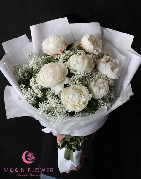 Bó hoa mẫu đơn trắng tặng ai