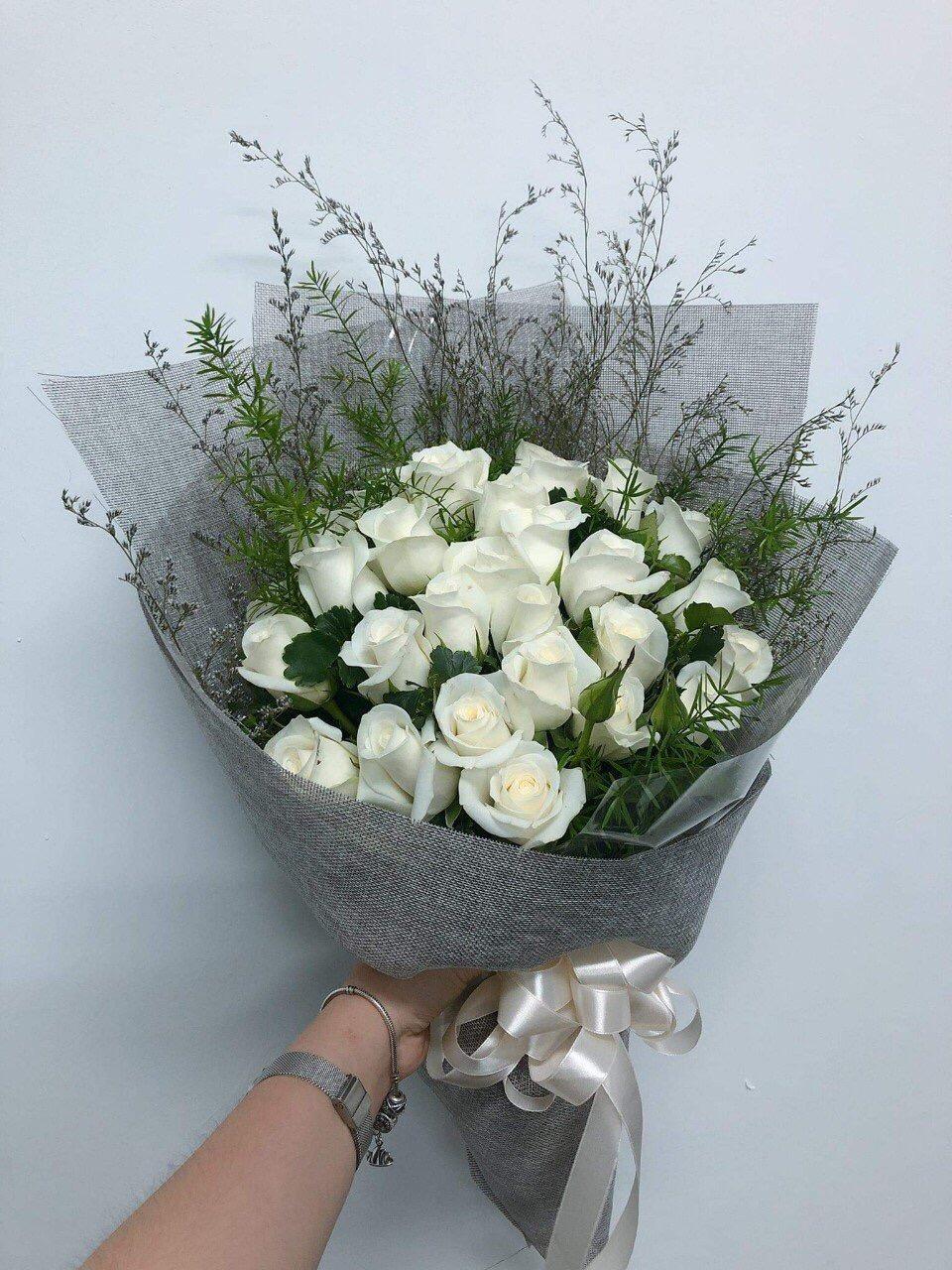 Bó hoa hồng trắng rất đpẹ