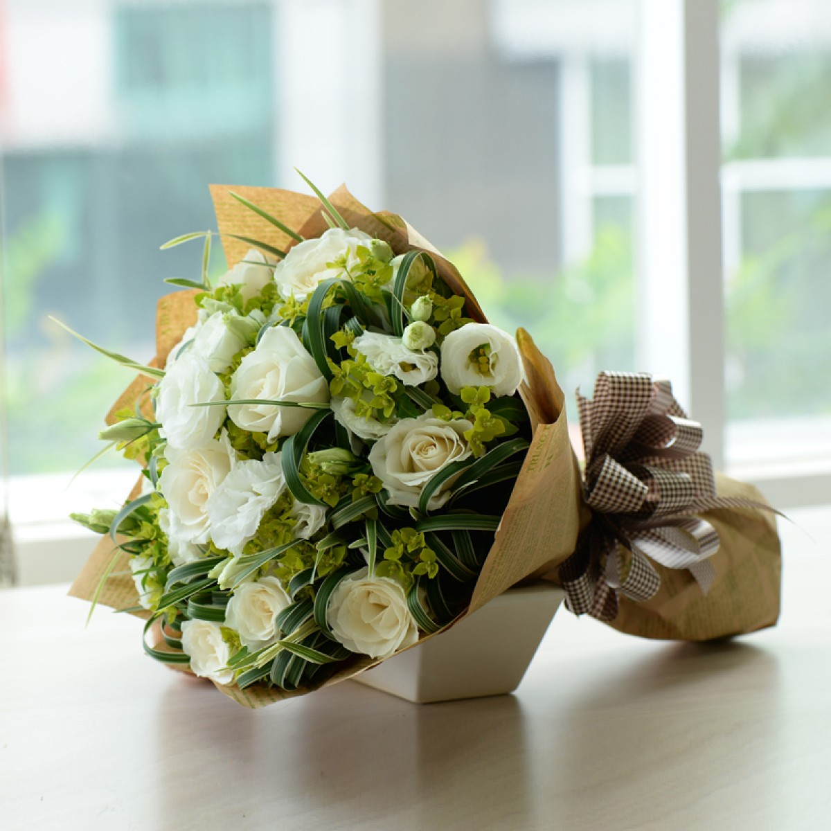 Bó hoa hồng trắng tinh khôi cực đẹp