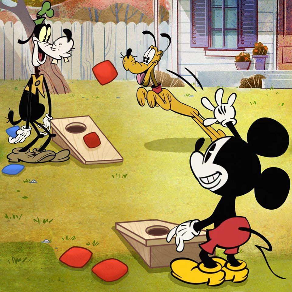 Chú chuột MIckey chơi đùa thật vui với các bạn