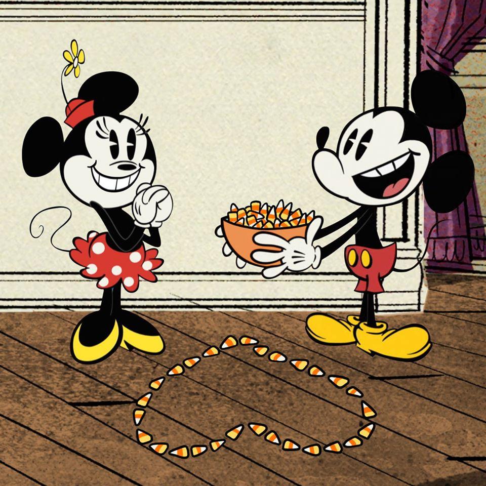 Chuột Mickey tặng kẹo tỏ tình bạn gái