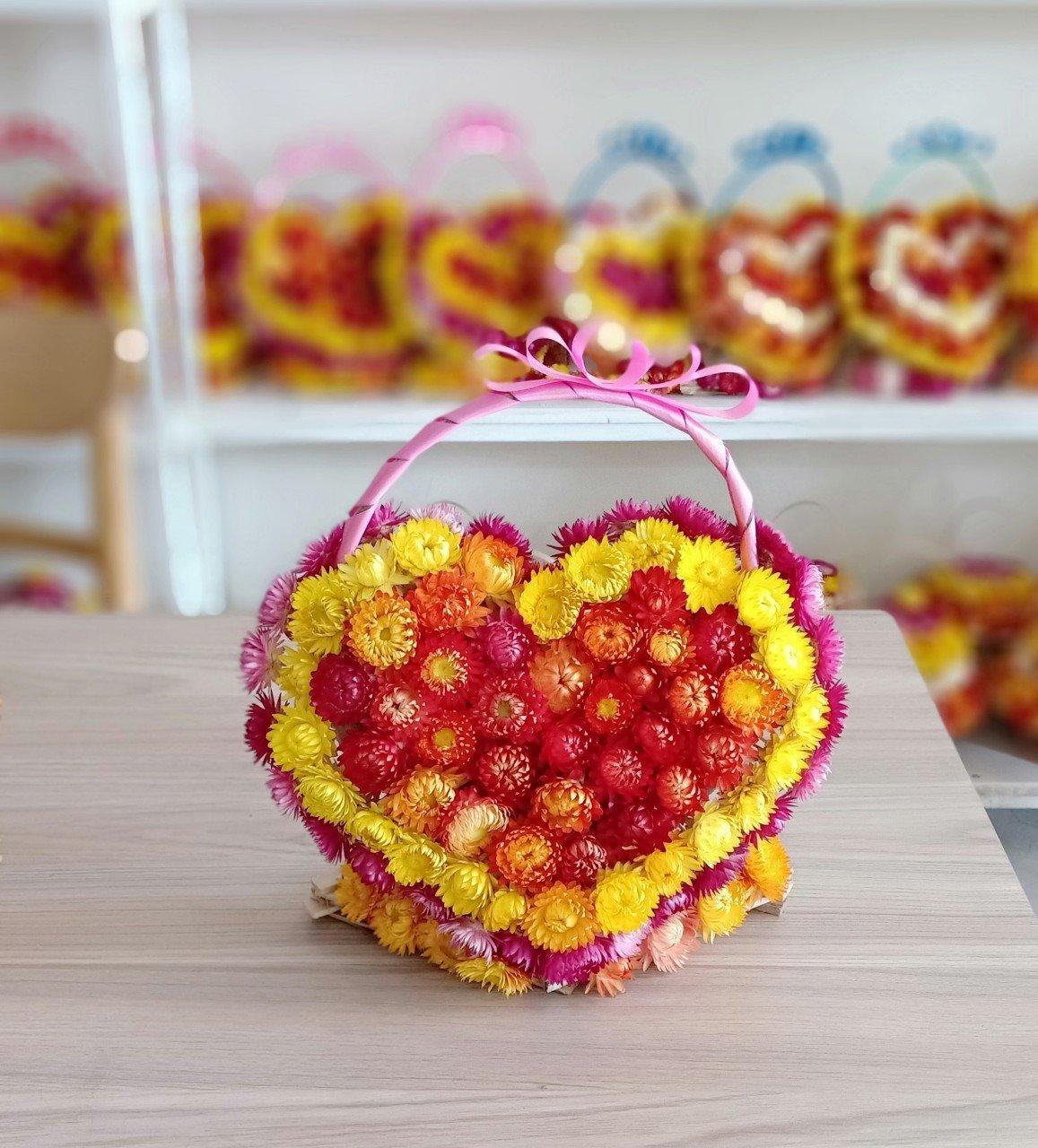 GIỏ hoa bất tử hình trái tim cực đẹp