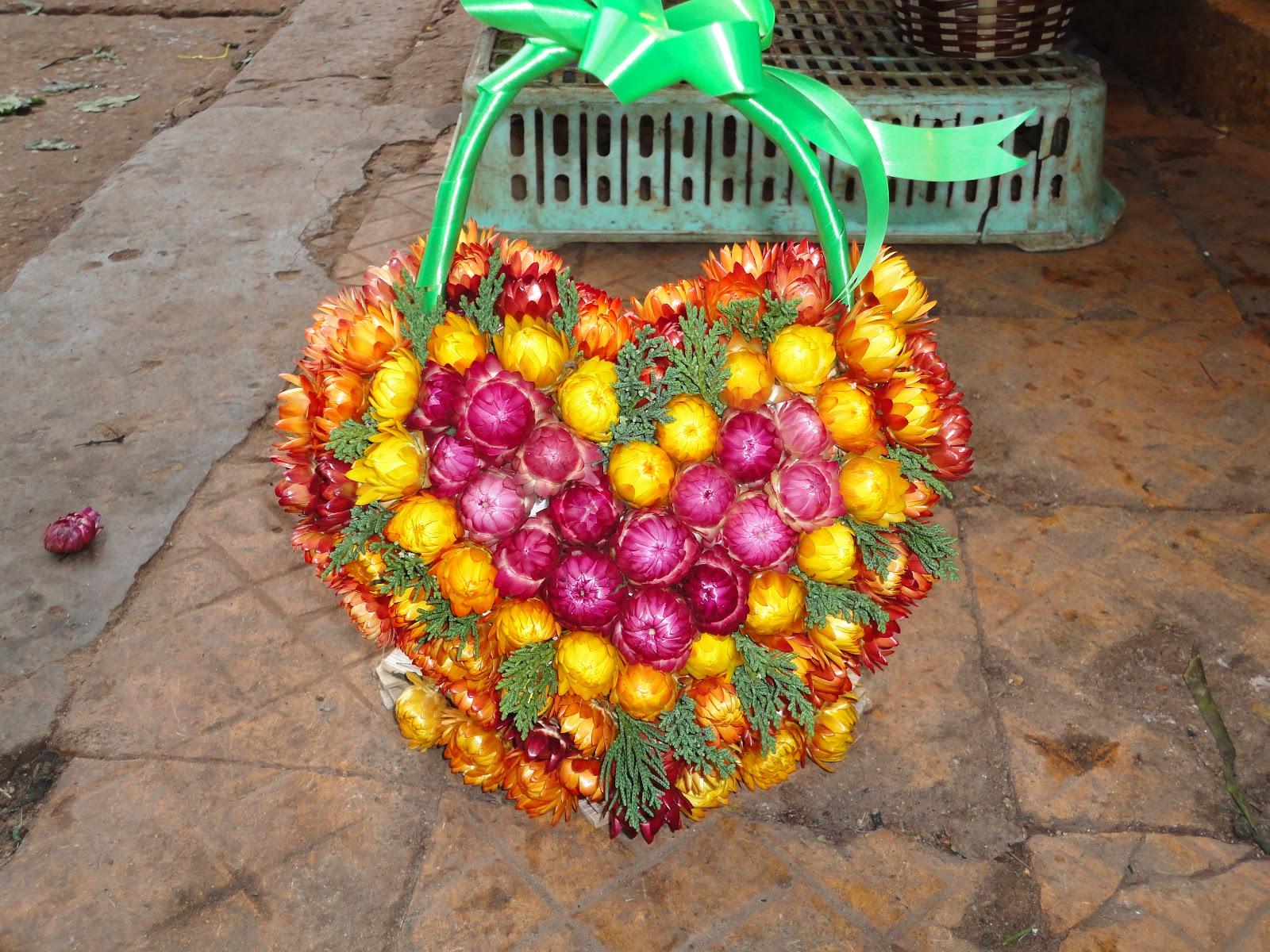 Giỏ hoa bất tử kết hình trái tim cực đẹp