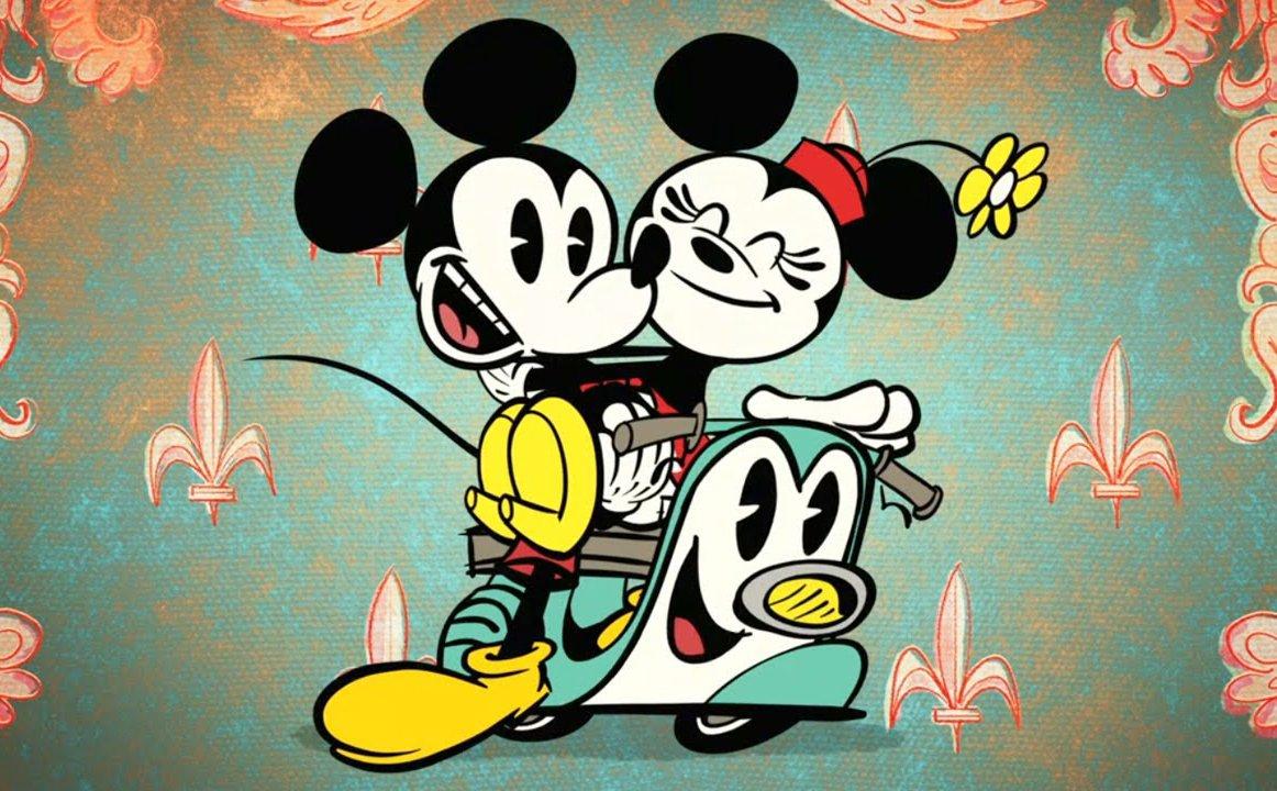 Hình ảnh hai chuột Mickey cùng đi xe máy