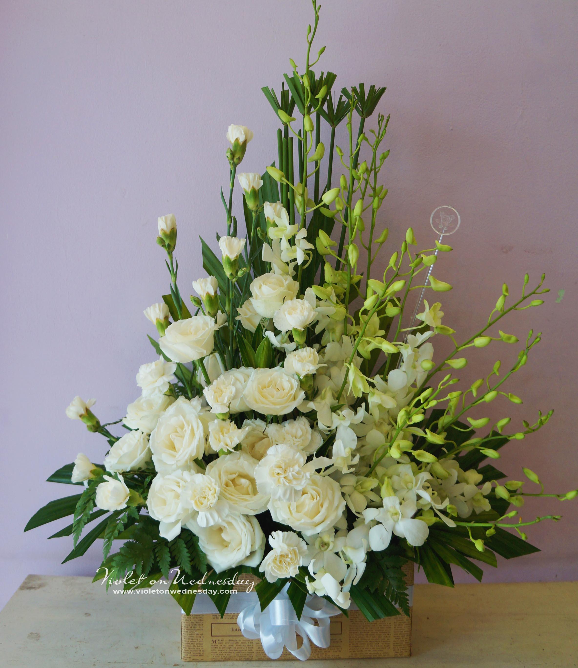Lẵng hoa hồng trắng cắm cực đẹp