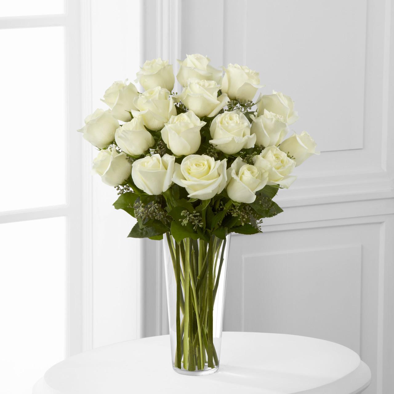 Lọ hoa hồng trắng cực kỳ xinh đẹp