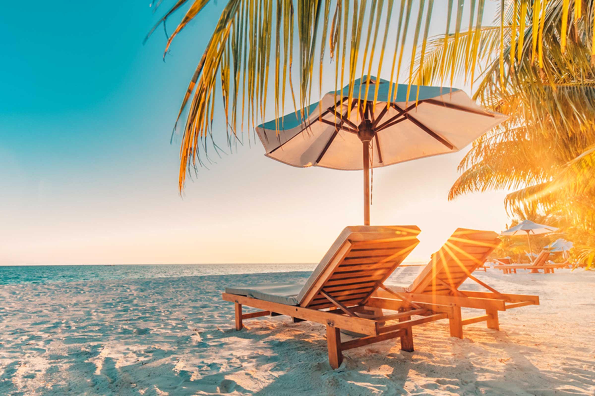 Mùa hè đến nắng vàng trên bãi biển