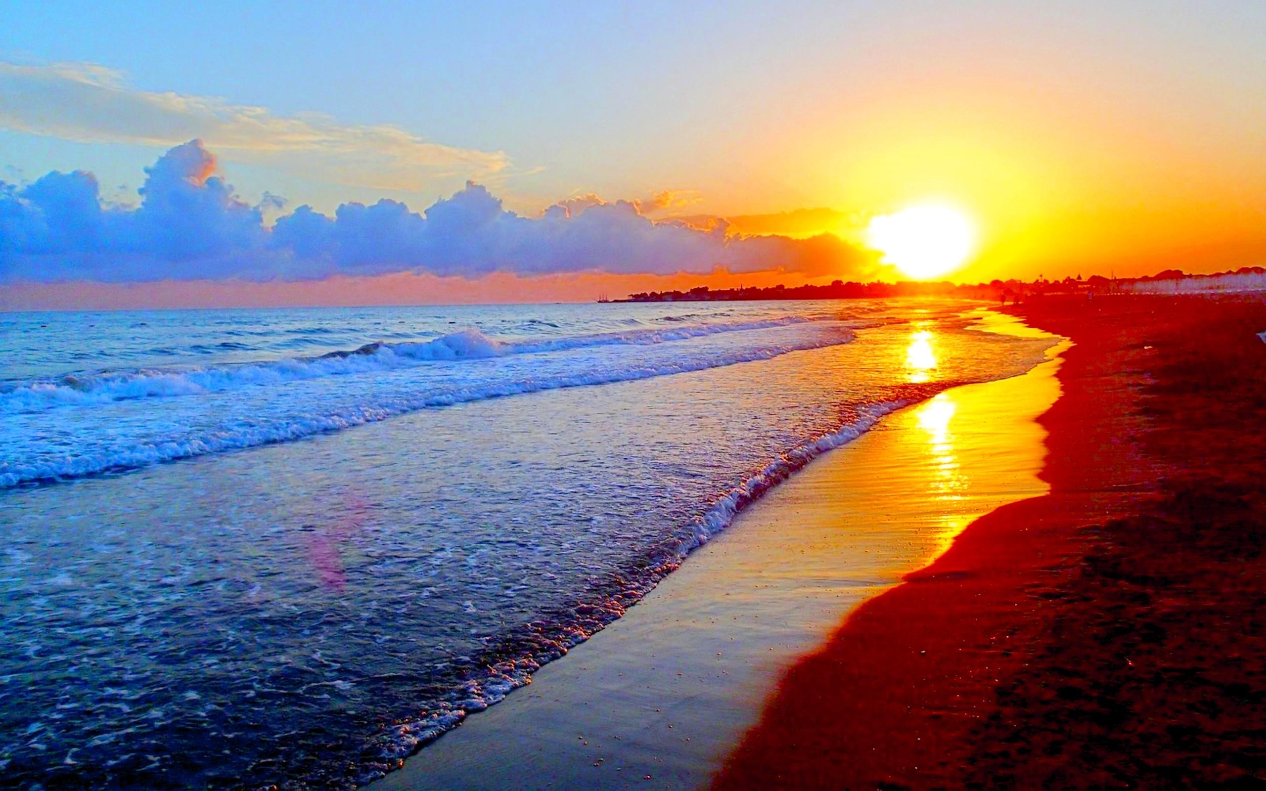 Mùa hè nắng phủ bờ biển