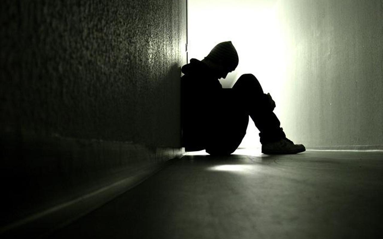 Ảnh chàng trai thất tình cô đơn buồn đẹp