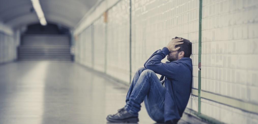 Hình ảnh chàng trai buồn tuyệt vọng