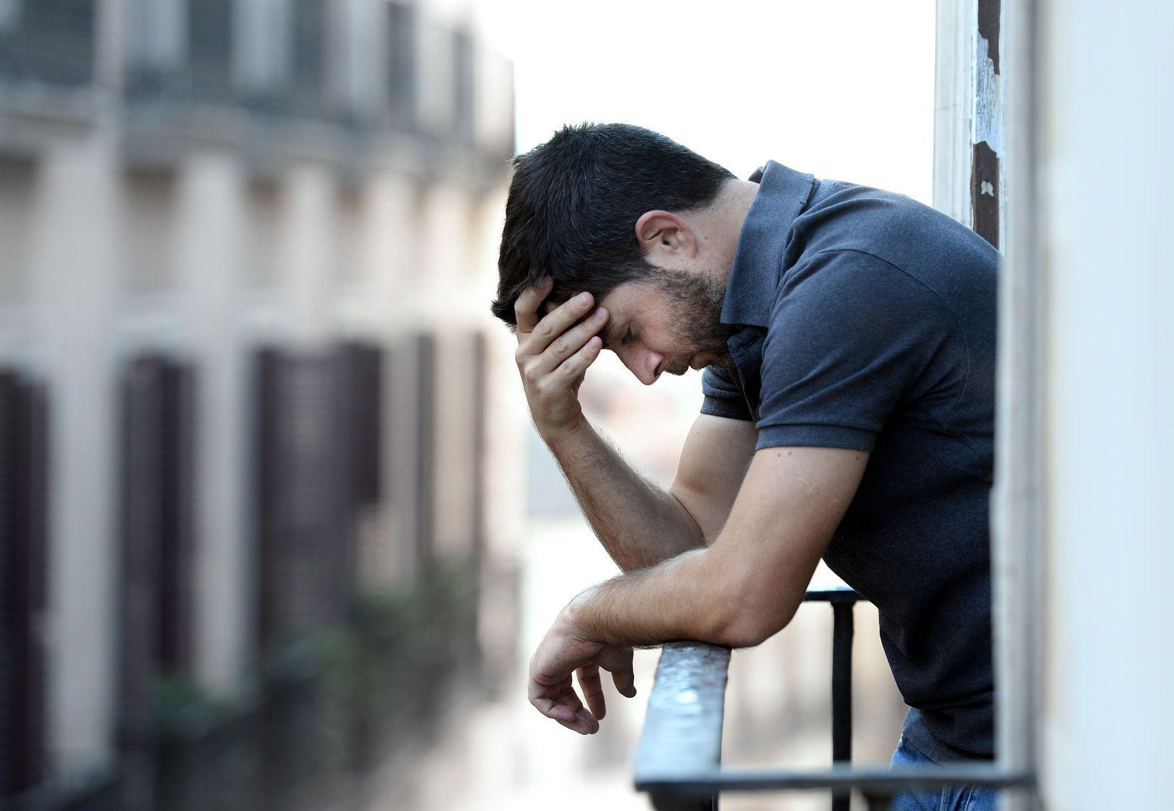 Hình ảnh chàng trai thất tình buồn cực đẹp