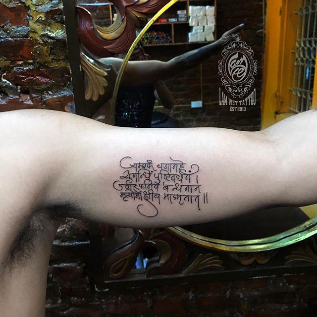 Hình xăm bùa Thái ở bắp tay