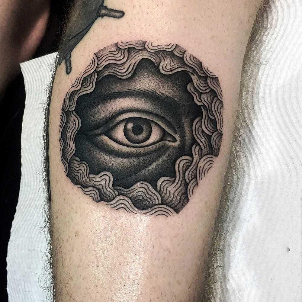 Hình xăm con mắt trên bàn tay