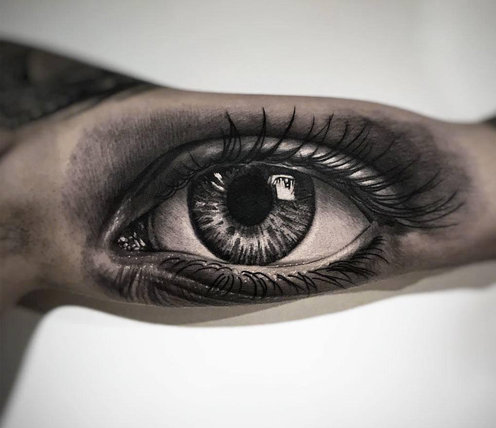 Hình xăm con mắt trong lòng bàn tay