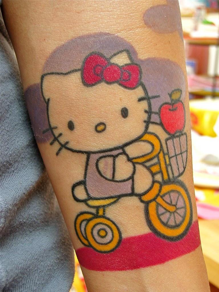 Hình xăm Hello Kitty dễ thương và đẹp nhất