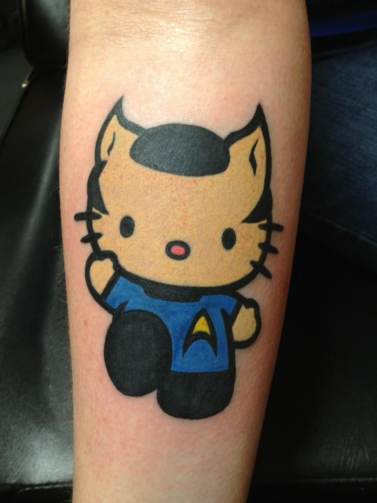 Hình xăm hello kitty ở cổ tay