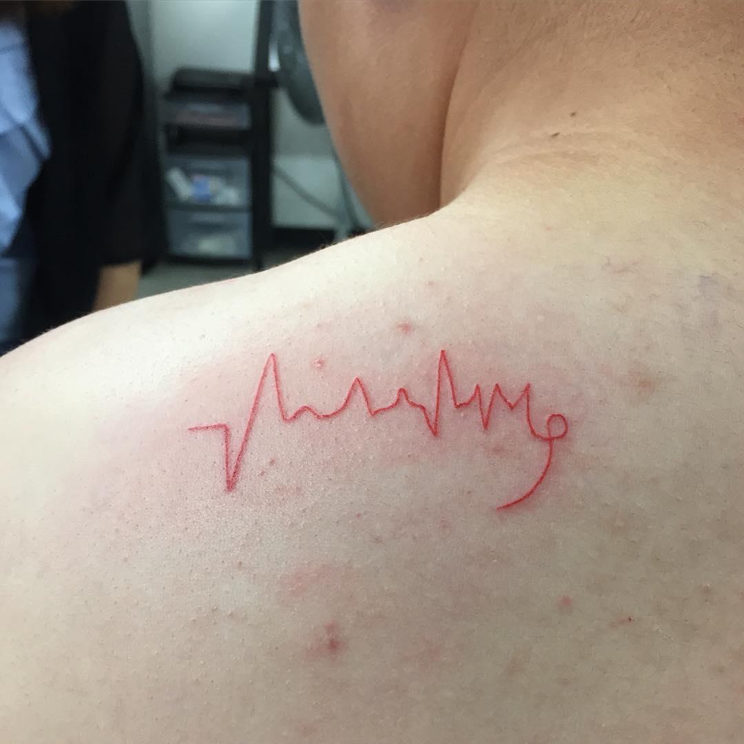Hình xăm nhịp tim đỏ ấn tượng và đẹp nhất
