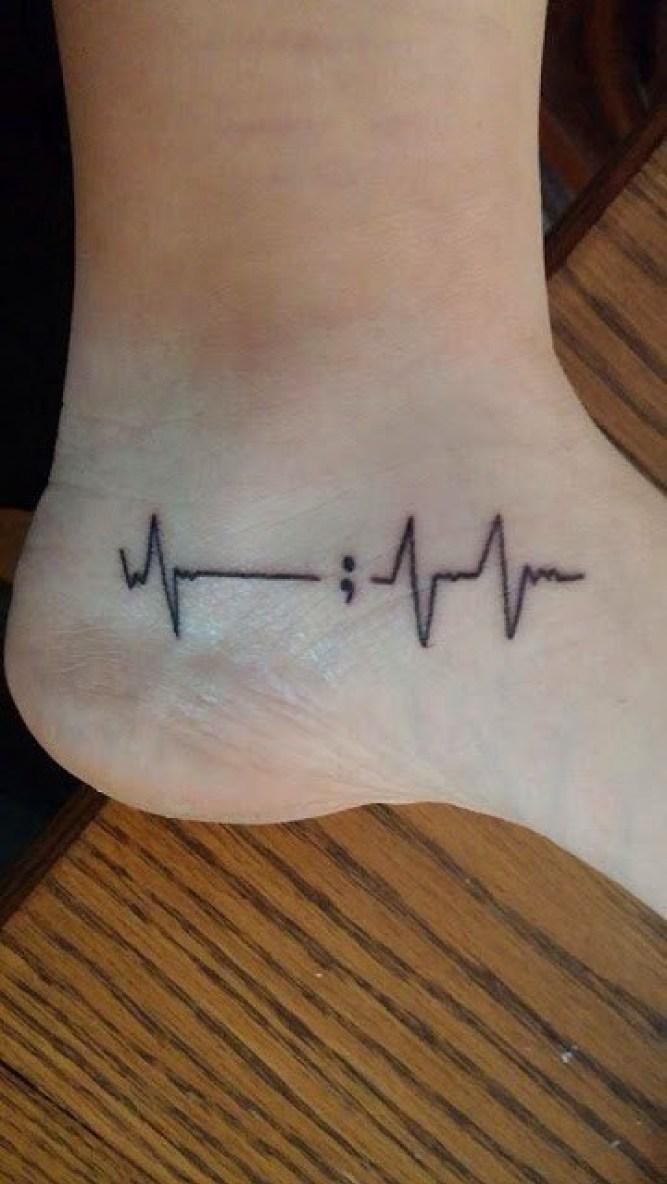Hình xăm nhịp tim ở chân đẹp nhất