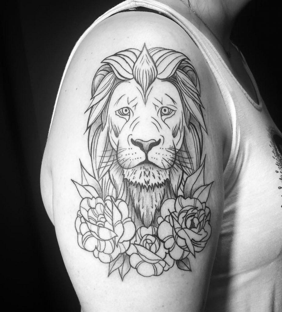 Hình xăm sư tử ở bắp tay