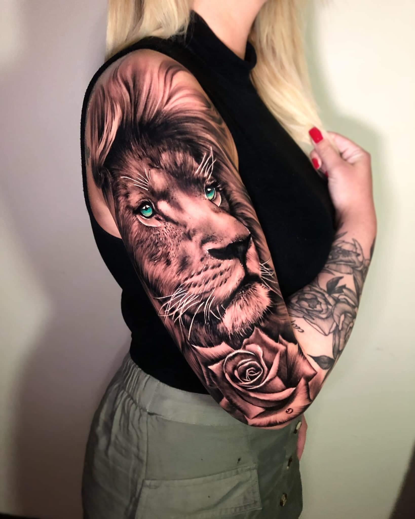 Hình xăm sư tử ở cánh tay cho nữ