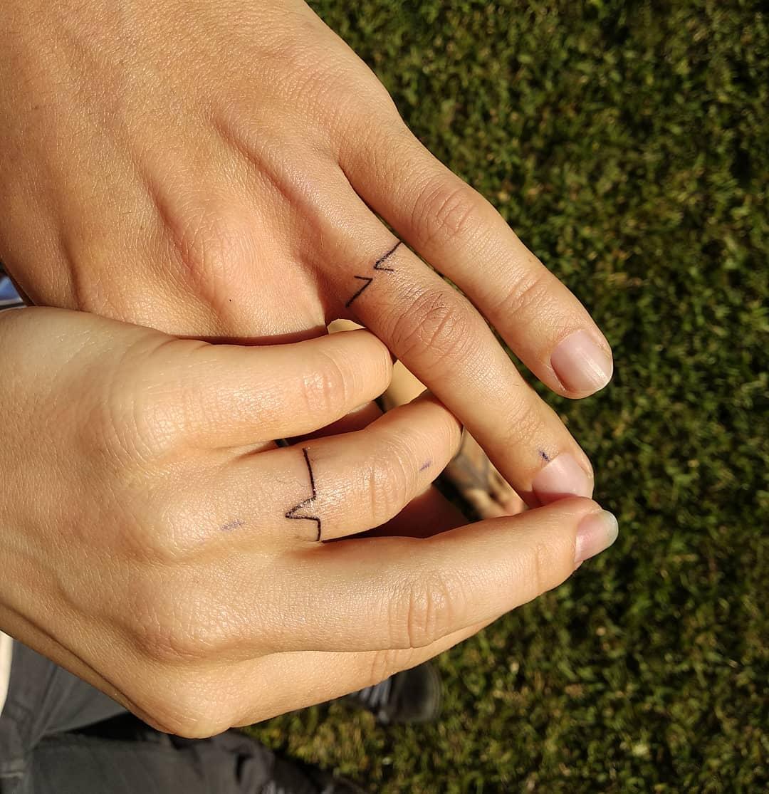 Hình xăm trái tim mini ở ngón tay đẹp nhất