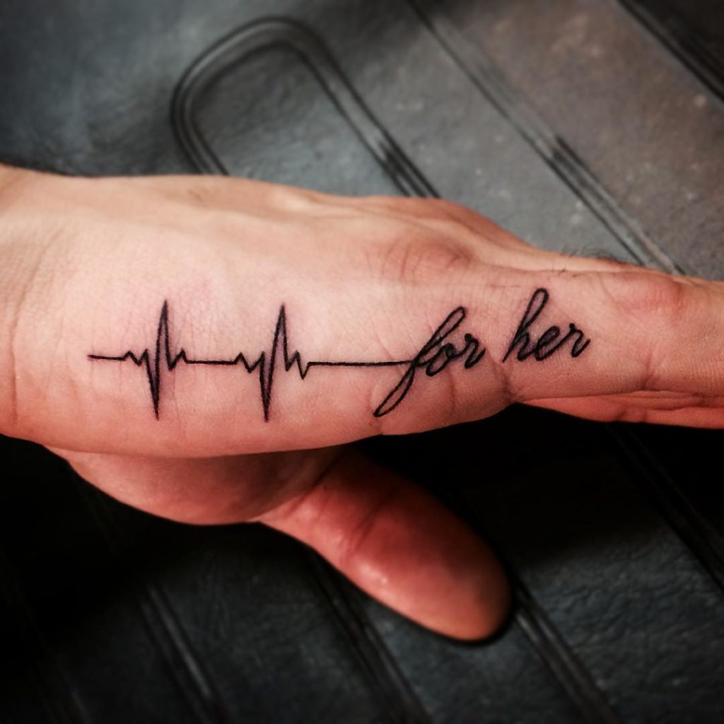 Mẫu xăm nhịp tim ở bàn tay