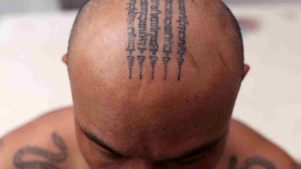 Xăm hình bùa Thái trên đầu