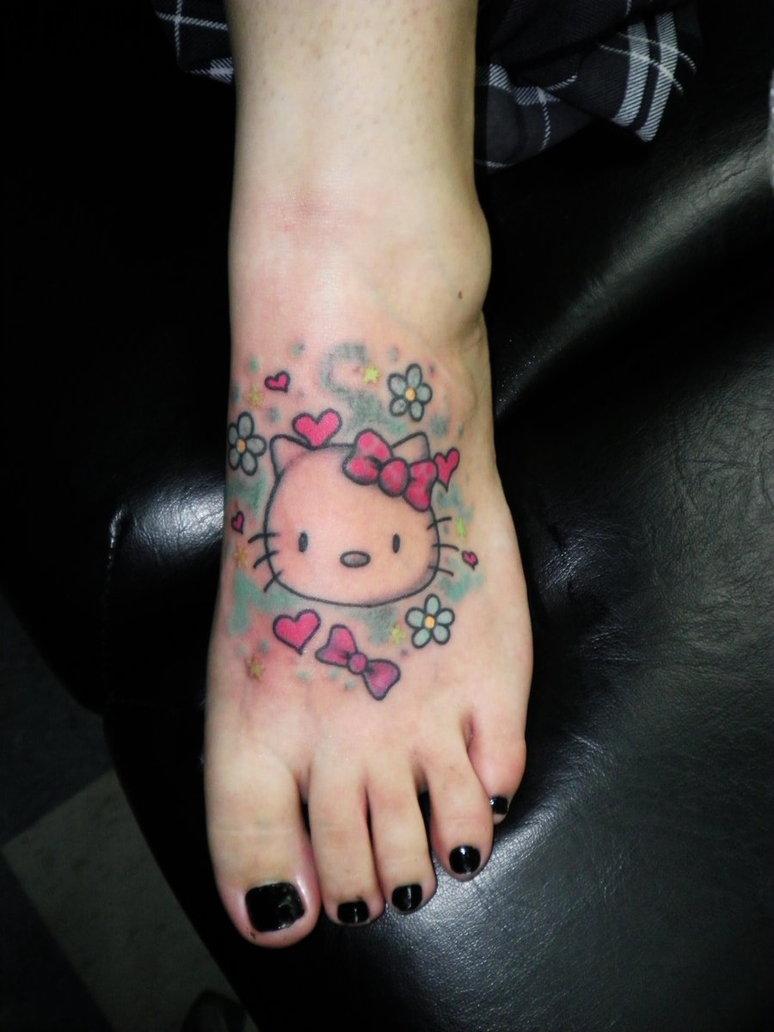 Xăm hình Hello Kitty ở bàn chân đẹp nhất
