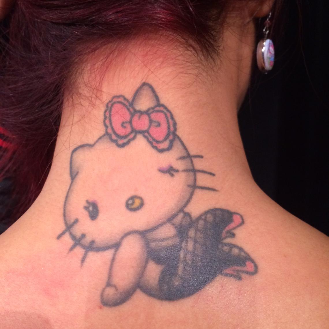 Xăm hình hello kitty ở sau vai gáy đẹp nhất