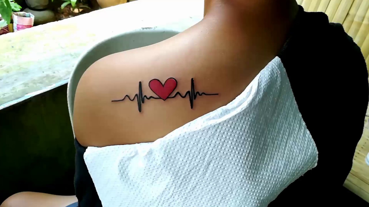 Xăm hình nhịp tim ở vai